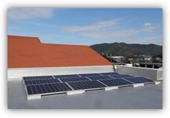 屋上に設置された「そらべあ発電所」